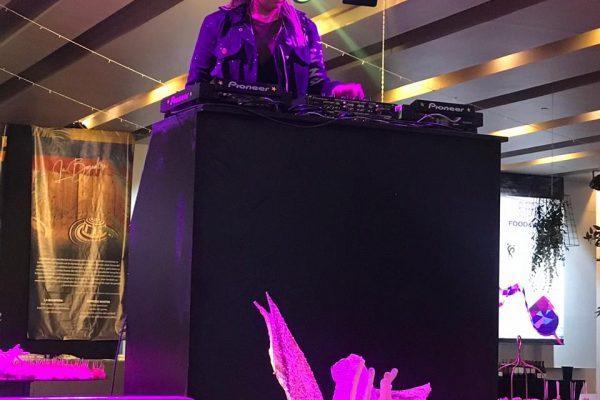 Priscila Candia DJ Eventos para Empresas